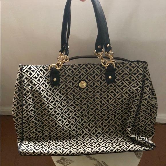 Tommy Hilfiger Shoulder Bag 💯 Authentic EUC. M 5a52b82785e60513e90038b1 7d8c15a19baf0